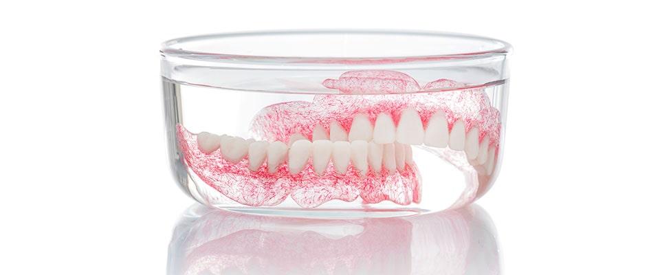 rastvor za ciscenje proteze
